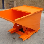 skip with hinged lid